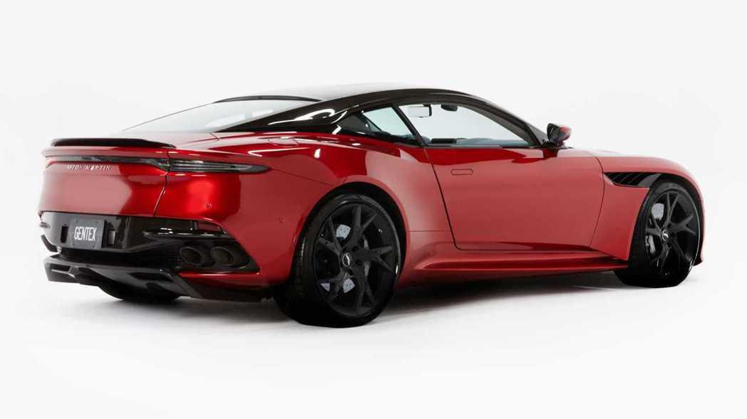 Aston Martin將在CES展發表這款混合後視鏡系統,並搭載在DBS Su...