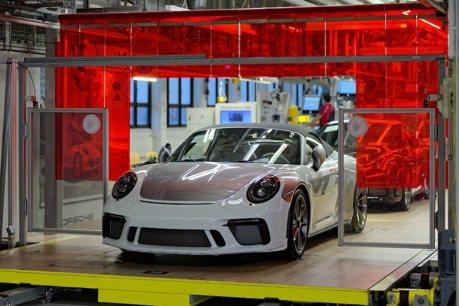 991世代Porsche 911車系下台一鞠躬 最後一輛產品正式下線
