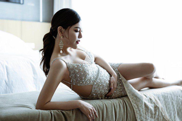 B2嬌妻晗晗懷孕25周,也把握時機穿上LinLi Boutique 2020最新...