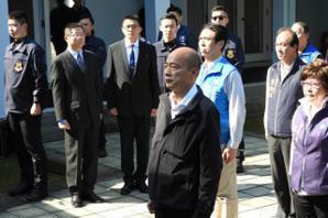 韓國瑜大溪謁靈 蔣方智怡送書借鏡前總統治國理念