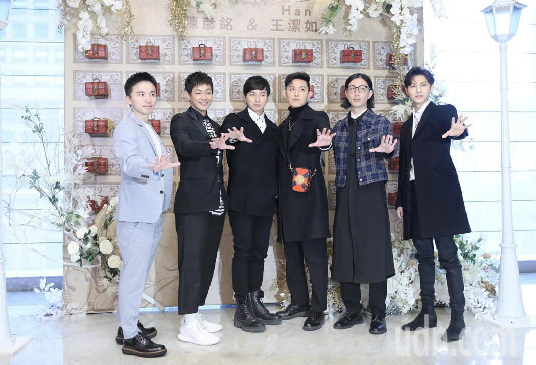 綜藝節目製作人B2中午在寒舍艾美舉行婚宴,藝人棒棒堂男孩(圖)到場祝福。記者許正