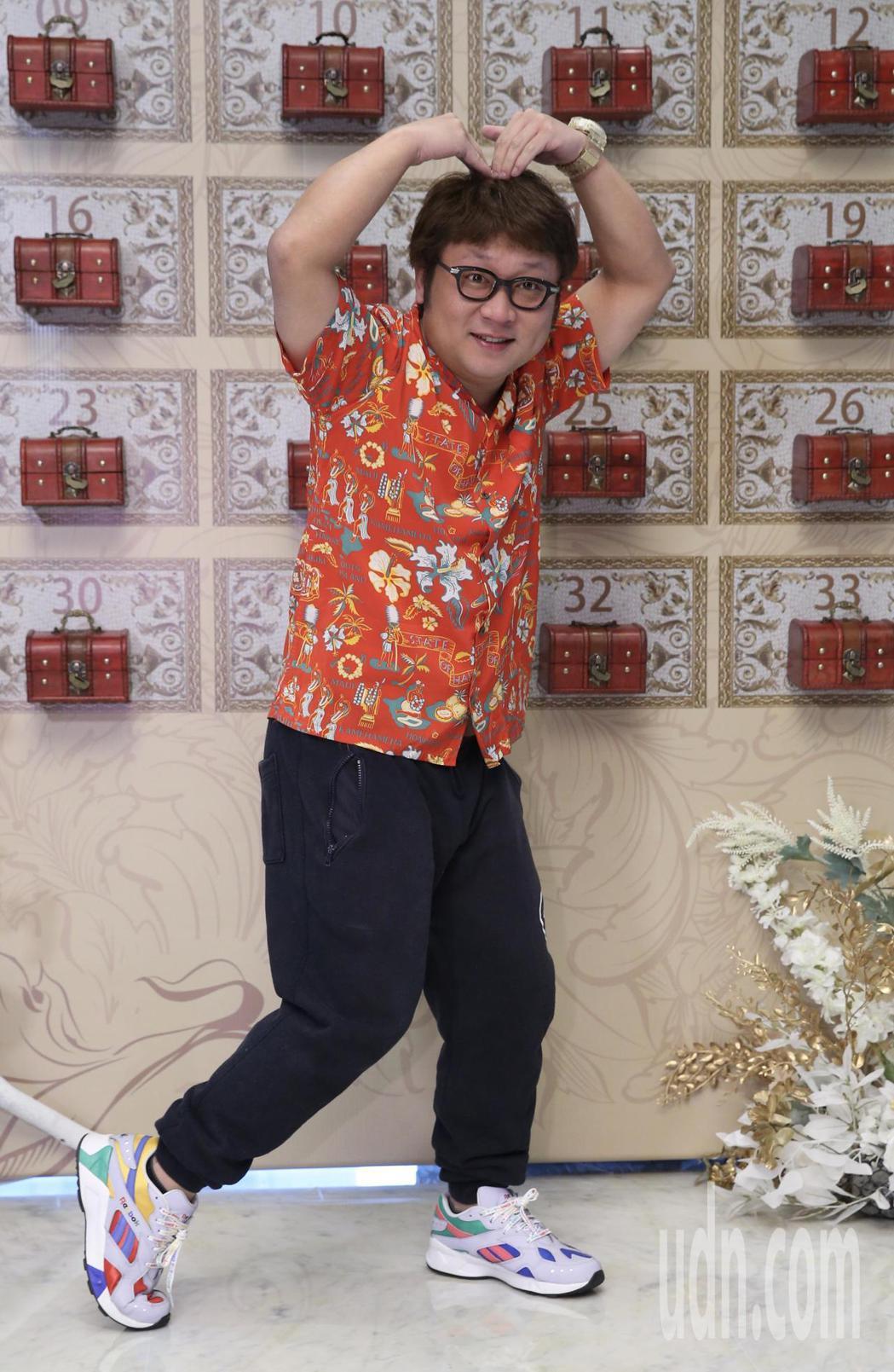 綜藝節目製作人B2中午在寒舍艾美舉行婚宴,藝人納豆(圖)到場祝福。記者許正宏/攝...