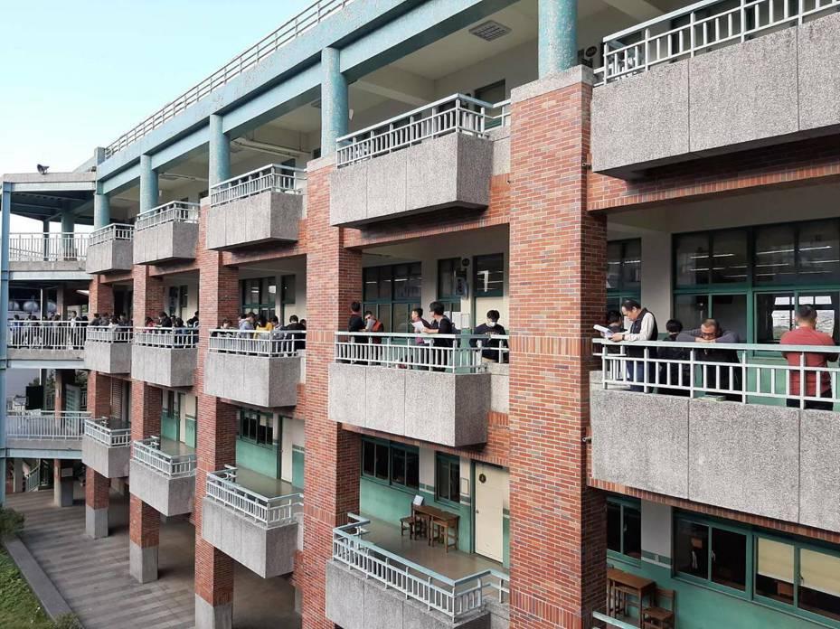 新北市109年度國中、小學候用校長甄選筆試今在板橋國中登場。圖/新北市教育局提供