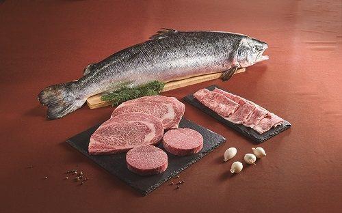 珍稀盛宴海陸禮盒有國王鮭及日本和牛。圖/美福食集提供