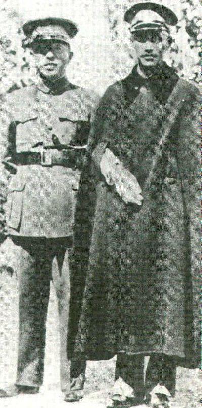 張學良(左)是第一批青天白日勳章得主,右為蔣中正。 圖/張魁堂提供