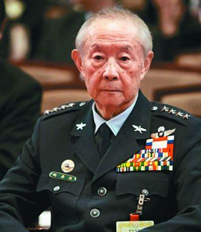 陳燊齡病逝後,蔡政府在葬禮上追授青天白日勳章。 圖/聯合報系資料照片