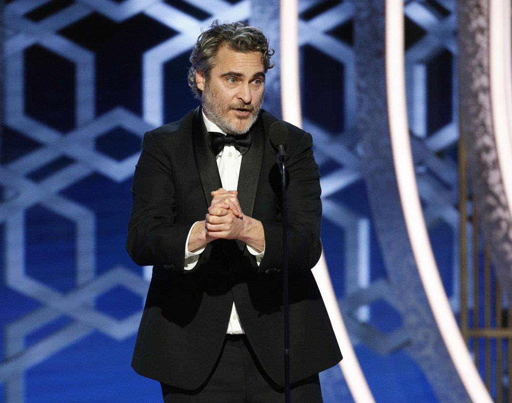 瓦昆菲尼克斯勇奪第77屆金球獎戲劇類影片最佳男主角。 圖/美聯社