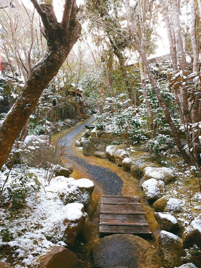 日式溫泉旅館的庭園小徑。 文‧照片提供/錢氏無用