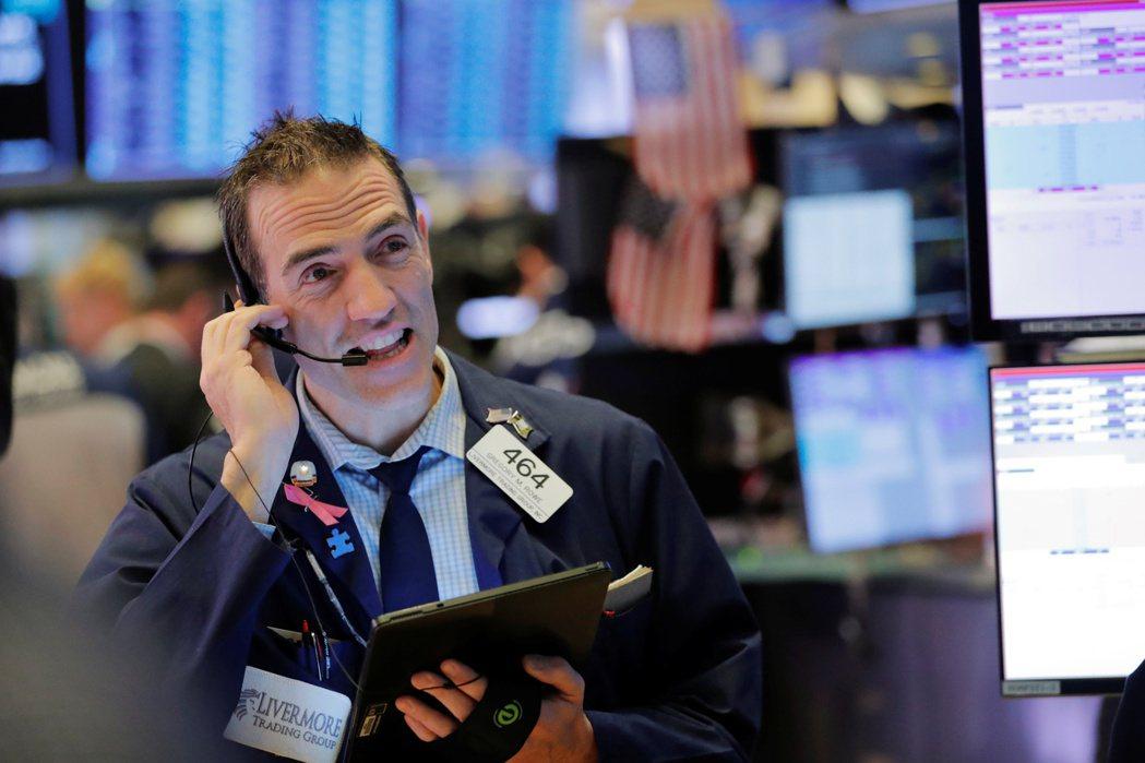 買美股,不需要坐飛機到國外買,透過國內券商複委託下單,或海外券商直接下單,就可辦...