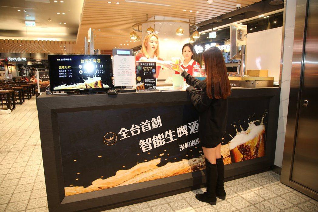 「智能啤酒機」用物聯網方式控制,讓消費者能取得完美比例的生啤酒。智活股份有限公司...