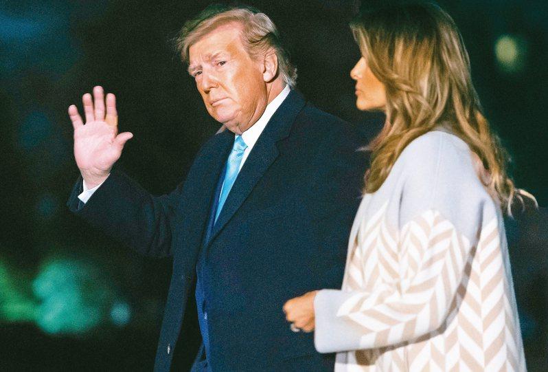 美國總統川普5日警告伊拉克,若要趕走美軍,將實行比對伊朗還嚴厲的制裁。圖為川普夫婦5日返回白宮。 法新社