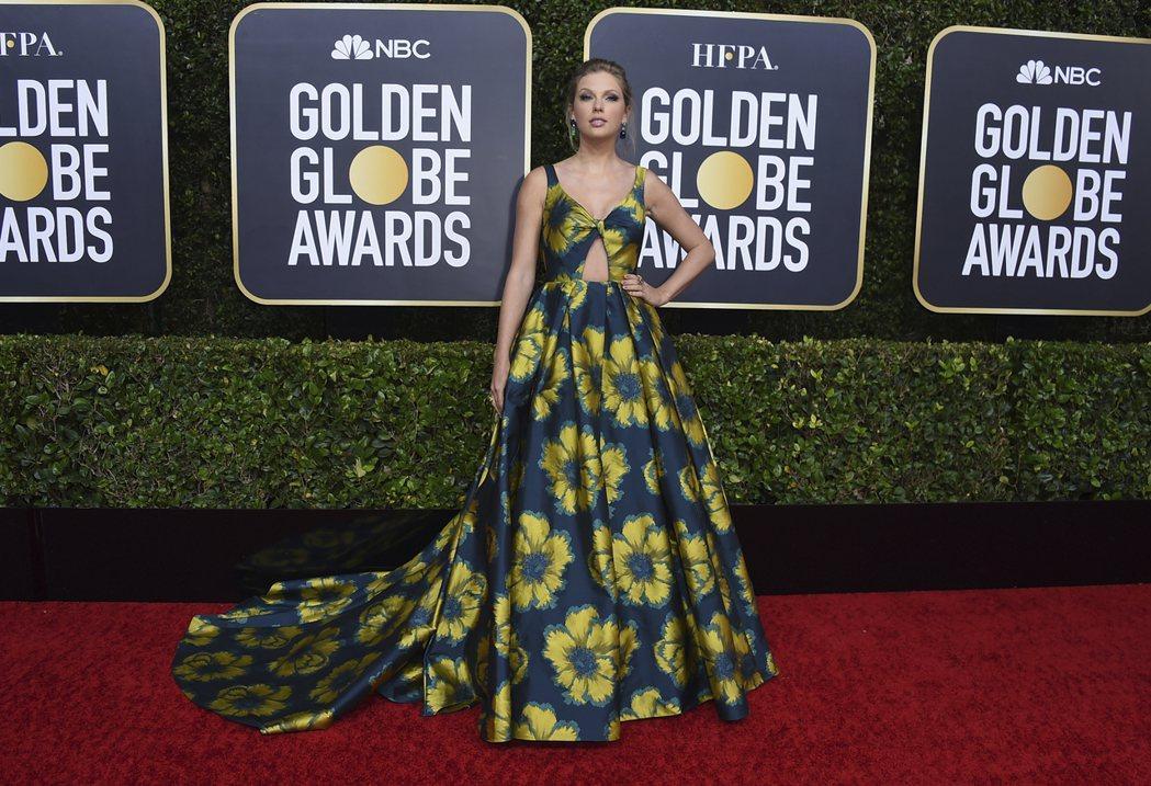 泰勒絲出席第77屆金球獎紅毯。 圖/美聯社
