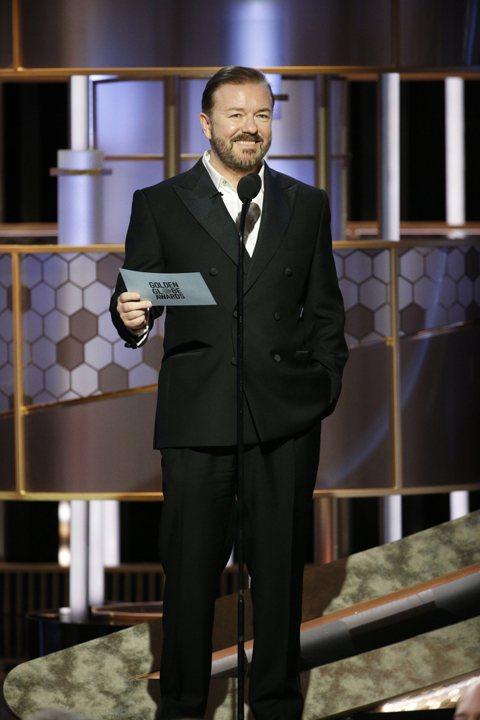 發言辛辣、擁有「毒舌」封號的英國諧星瑞吉賈維斯今天接下金球獎頒獎典禮主持棒,節目一開始便調侃串流平台百花齊放、好萊塢缺乏多樣性,以及震驚電影界的不當性行為醜聞。這是瑞吉賈維斯(Ricky Gerva...
