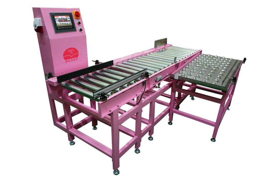 晨嘉自動化的重量檢測機,採用全電子式秤重系統。 晨嘉自動化/提供