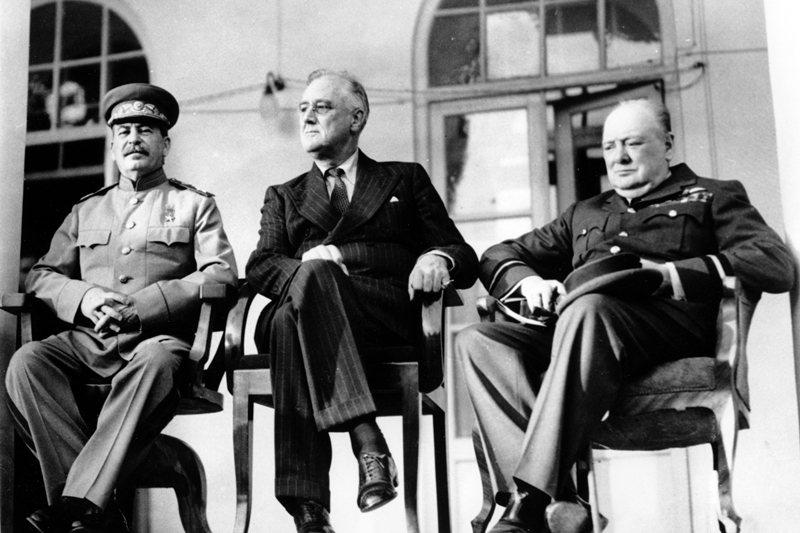 蘇聯領導人史達林、美國總統羅斯福、英國首相邱吉爾,攝於1943年,伊朗。 圖/美聯社