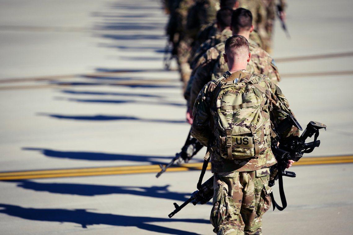 「伊拉克想『重新考慮』與美國的盟友關係?...美國每年要給伊拉克20億美金,這些...