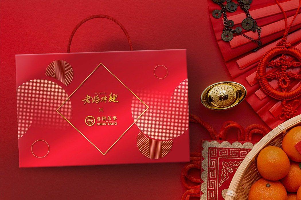 吃好麵、配好茶!老媽拌麵與春陽茶事跨界聯名春節禮盒。 老媽拌麵/提供