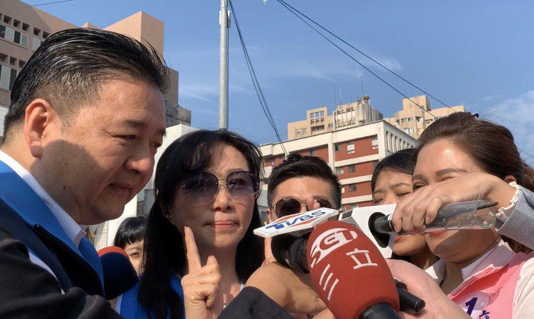 韓國瑜夫人李佳芬今上午到土城替立委候選人林金結輔選,受訪時一被問到維多莉亞徵才一...