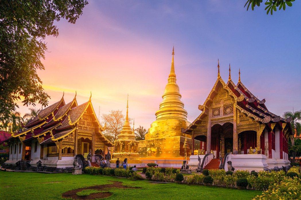 由於清邁為泰國第二大城,至今仍保留許多文化遺產與寺廟,又有「藝術建築寶殿」之美稱...