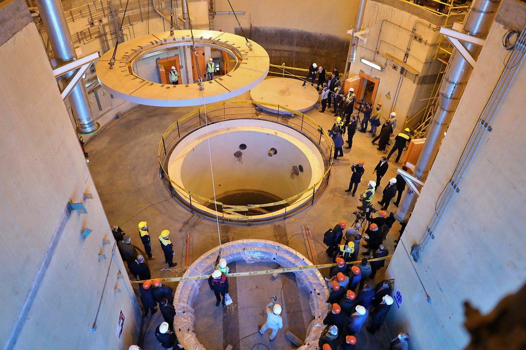 伊朗5日宣布,不再遵守2015年核協議對於鈾濃縮作業的限制。圖為伊朗設在德黑蘭南...