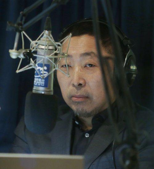 資深媒體人唐湘龍今天在他的電台節目,大膽預言要變天了,韓國瑜會成為新總統,立委選...