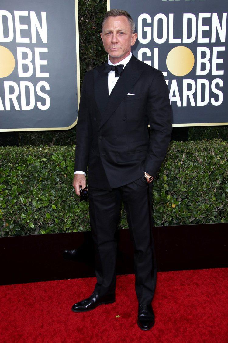 007丹尼爾克雷格雖沒有與老婆瑞秋懷茲同框合照,但兩人都以黑白配穿出簡約優雅。圖...