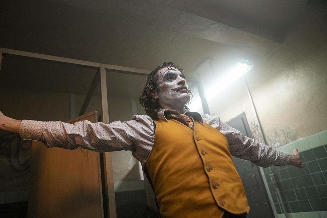 瓦昆菲尼克斯以「小丑」獲金球獎影帝,成為奧斯卡得獎呼聲最高人選。圖/摘自imdb