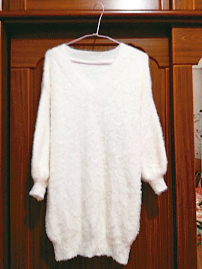 挑一件漂亮又緊身的衣服來挑戰,想像自己是仙杜瑞拉,過年時可以穿著它美美的出現,把...