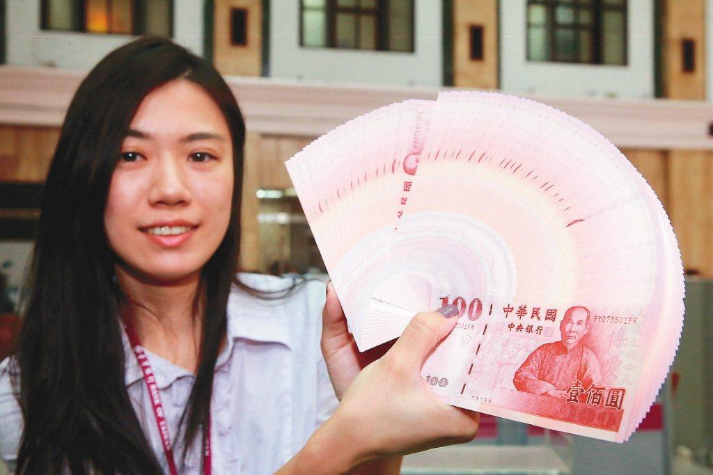 全台七家公股銀行及部分郵局分行等454個據點,即日起至22日開放兌換新鈔。 圖/...