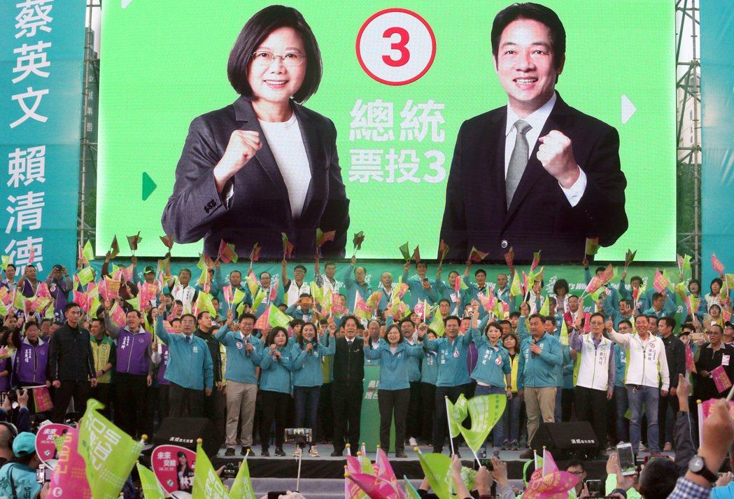 民進黨正副總統候選人蔡英文與賴清德日前在台南舉辦造勢晚會。  圖/聯合報系資料...
