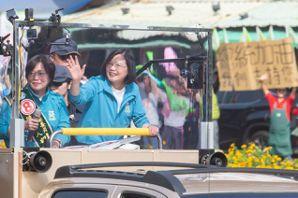 蔡英文車隊掃街:國民黨若贏 三種人很開心