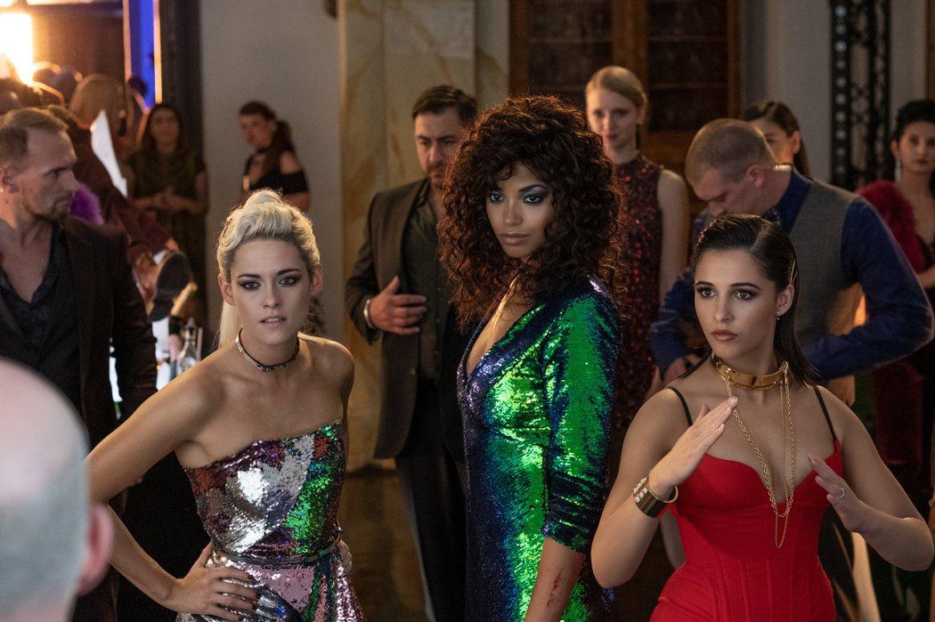 克莉絲汀史都華(左起)、艾拉巴林斯卡、娜歐蜜史考特組成全新「霹靂嬌娃」陣容。圖/索尼提供