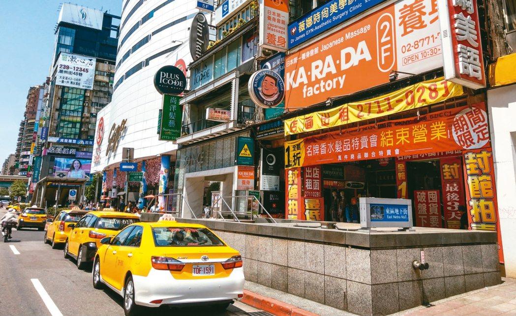 在房東釋出租金調降善意後,服飾、餐飲相繼進駐東區,店面空置率從上季逾11%,目前...