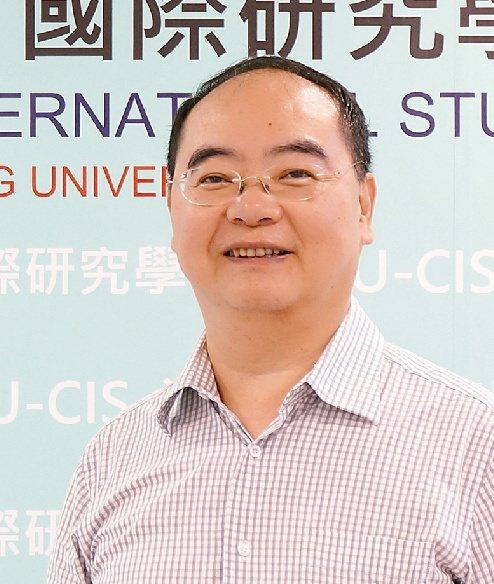 李志強(淡江大學教授,普渡大學經濟學博士)。