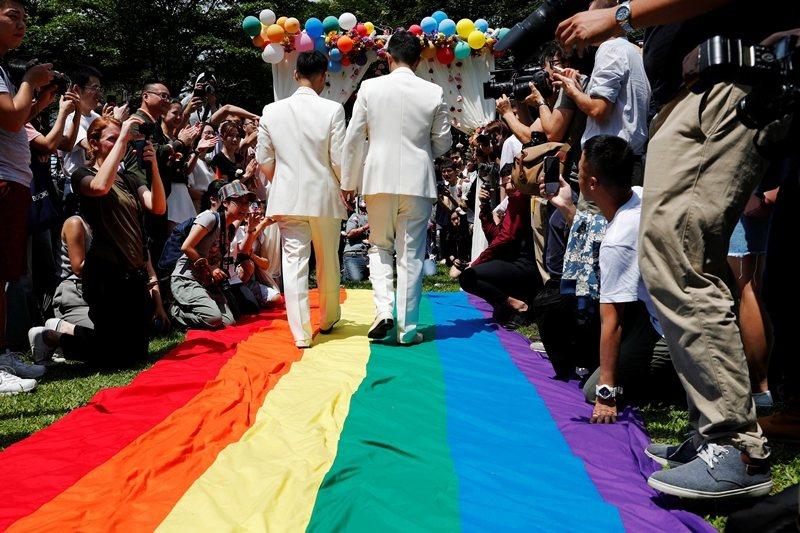 婚姻平權作為同志運動長期奮鬥的象徵,凸顯出同志人權運動與各方勢力的競逐,將會一直持續下去。 圖/路透社
