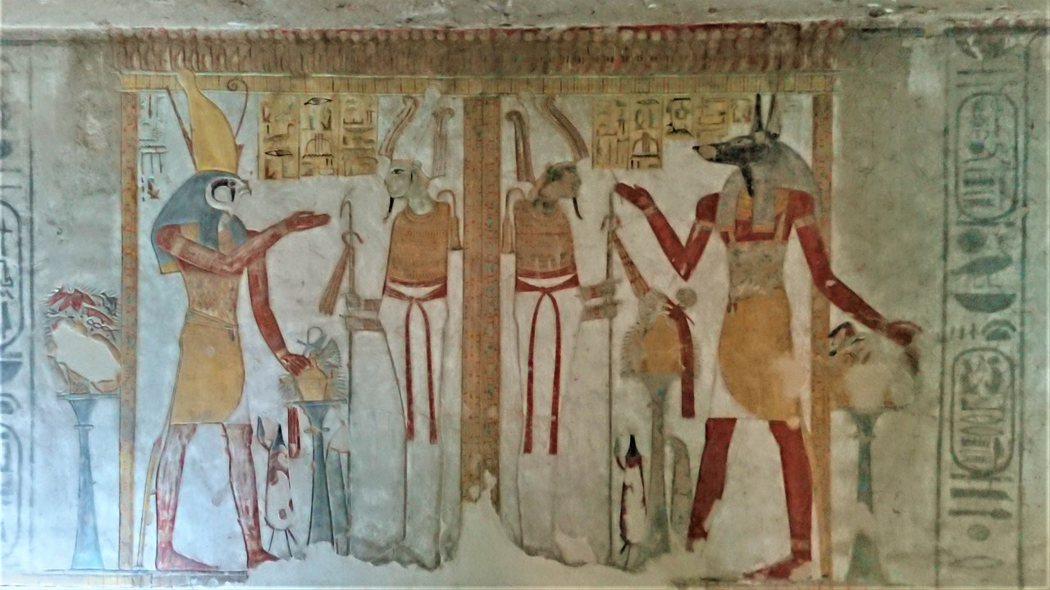 KV14站在兩個歐西里斯前的荷魯斯和阿努比斯