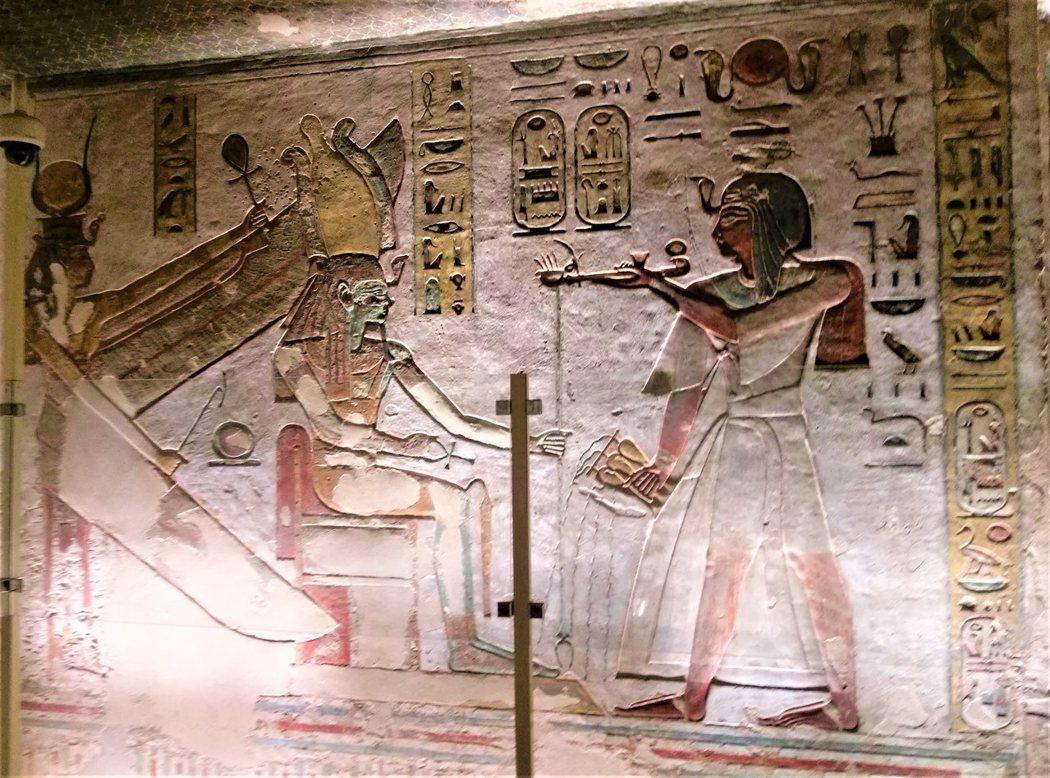 KV11拉美西斯三世獻祭於普塔和瑟克合體的歐西里斯與伊西斯