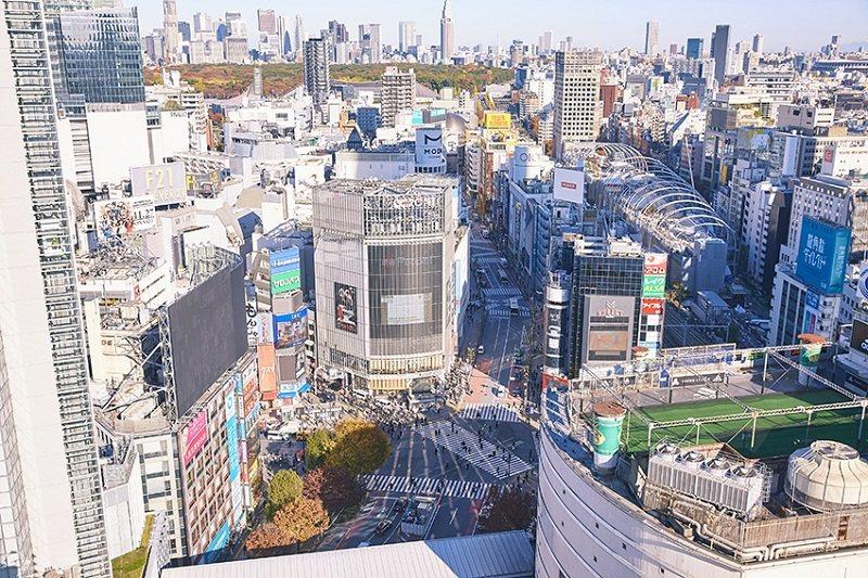 從頂樓 的SHIBU NIWA,可一覽澀谷最著名的 十字路口經典景致。