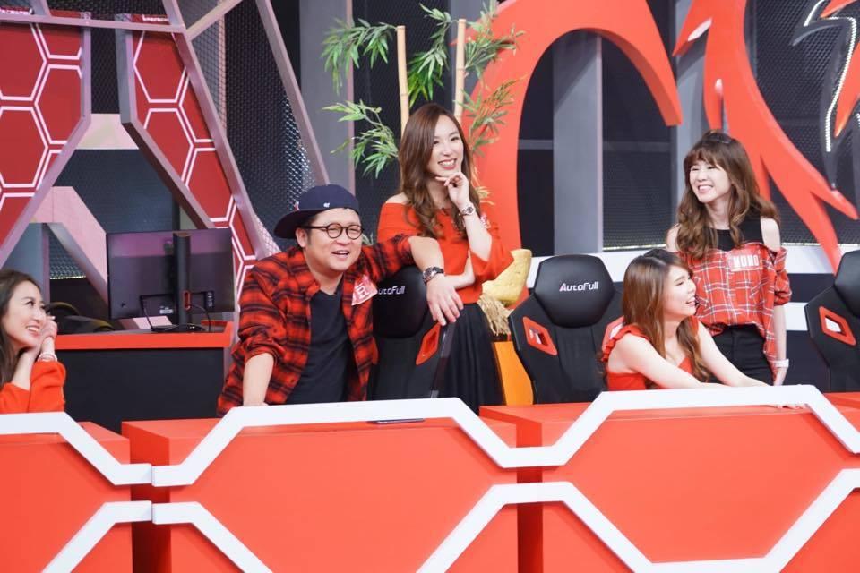 御姊愛(左四)過去常上節目,也曾跟納豆主持過節目。圖/狼谷競技提供