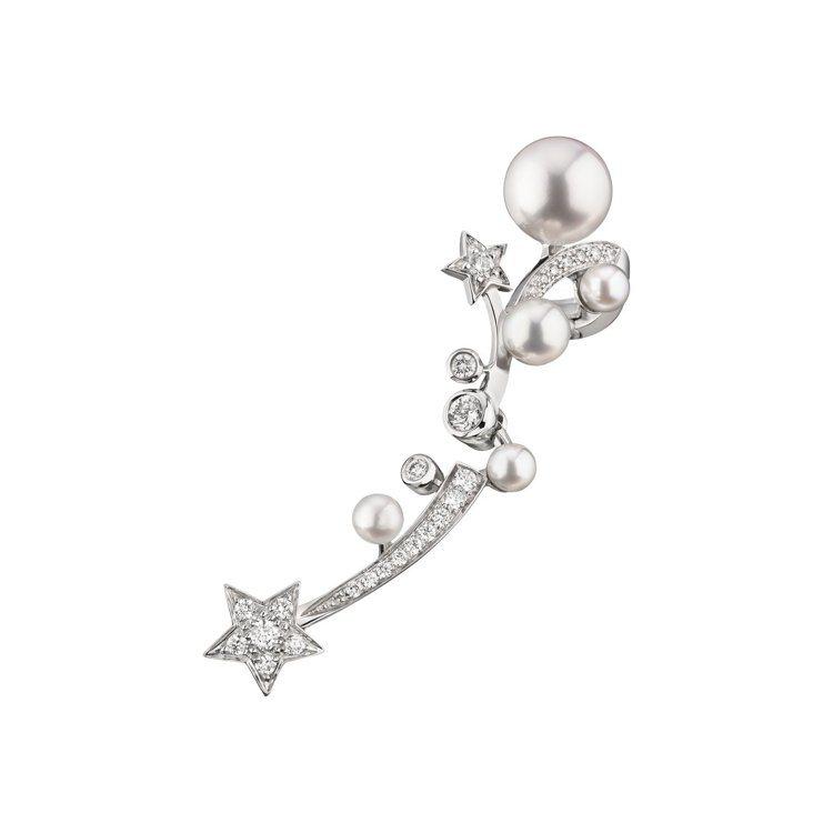 Chanel,Comète流星單邊耳扣,18K白金並鑲嵌鑽石與日本養珠。價格店洽...