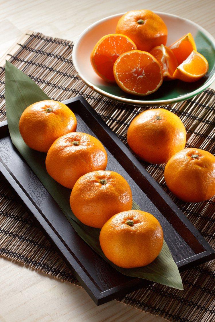 色澤飽滿的「愛媛小太郎蜜柑」被譽為頂級伴手禮。圖/微風超市