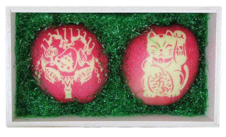 新年限定「招財貓文字蘋果」有祈求好運寓意。圖/city'super提供