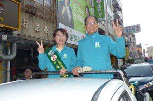 影/台灣不要香港化!<u>游錫堃</u>、黃秀芳籲年輕人返鄉投票