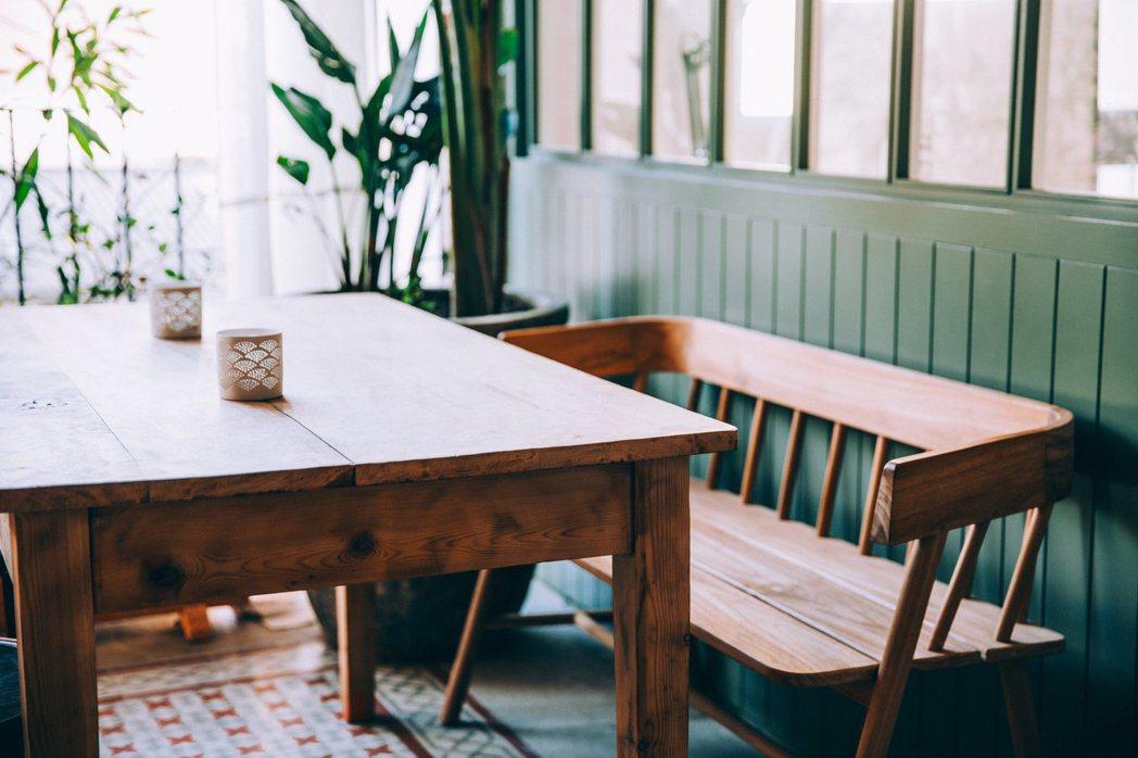 餐桌買尖角前,要審慎評估。圖/摘自StockSnap