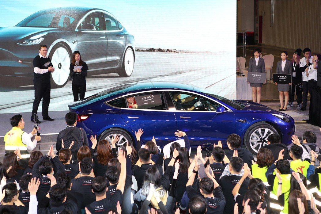 特斯拉CEO馬斯克赴上海主持大陸生產特斯拉Model 3交付儀式。中新社