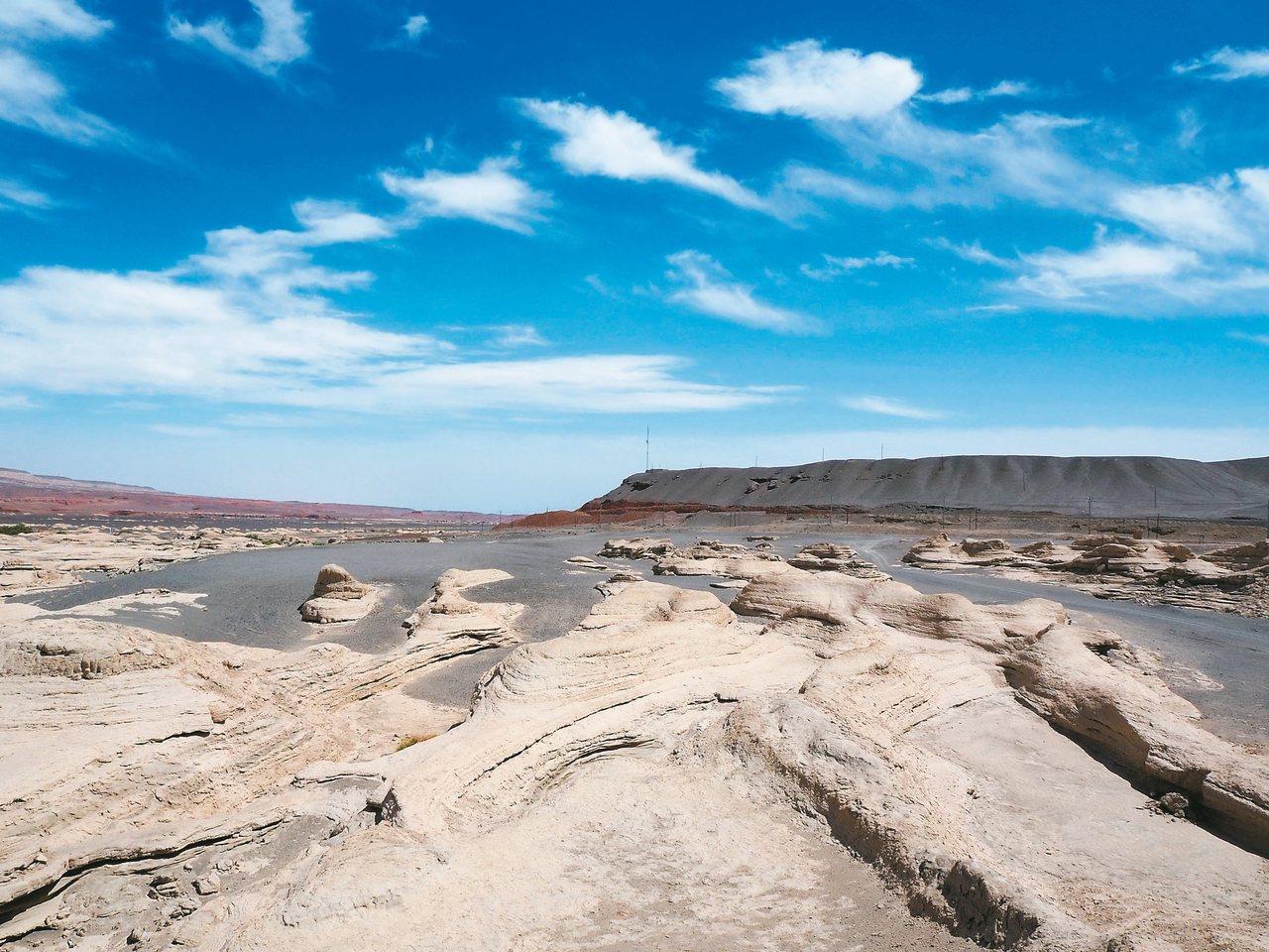 原始水系的岩畫。 記者羅建怡/攝影
