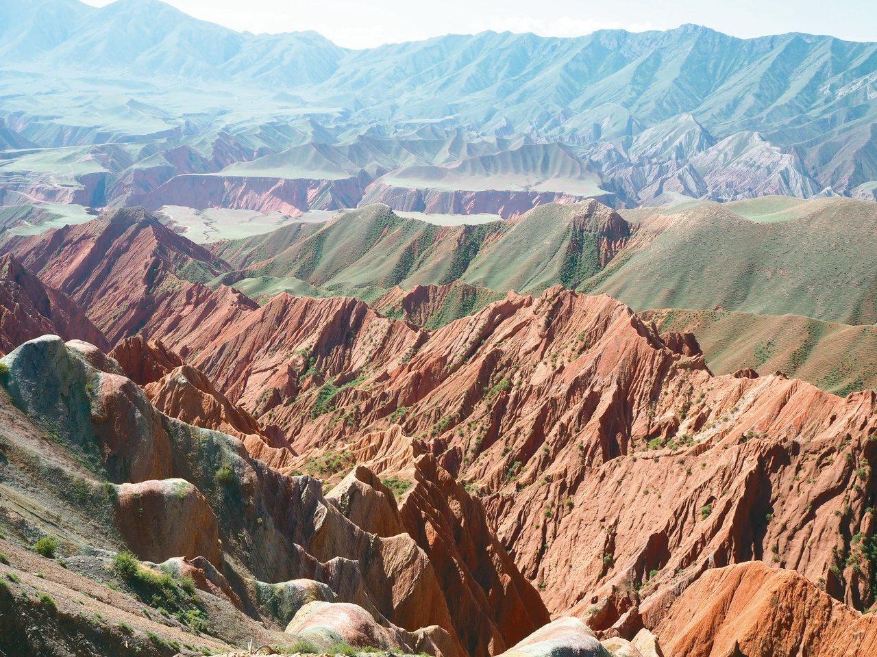 新疆的新景區「努爾加大峽谷」。 記者羅建怡/攝影