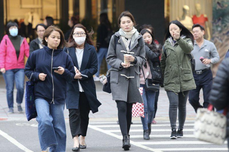 今晚到明天清晨是受這波乾冷空氣影響,氣溫最低的時候。 聯合報系資料照片/記者林伯東攝影