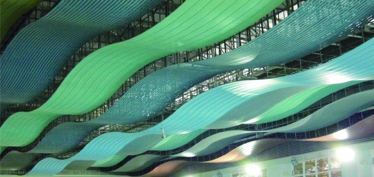 東齊金工金屬天花板。 東齊金工/提供