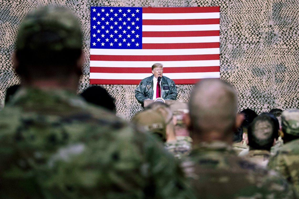 2018年12月26日,川普前往基地對美軍演講。 圖/美聯社